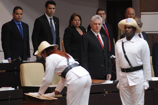 Cuba proclamó este miércoles su nueva Constitución en una sesión extraordinaria de la Asamblea Nacional del Poder Popular marcada por un gran simbolismo por la rememoración de la primera Carta Magna de la República en Armas, cuyo aniversario 150 se celebra en este día.  0410-Proclama1.jpg