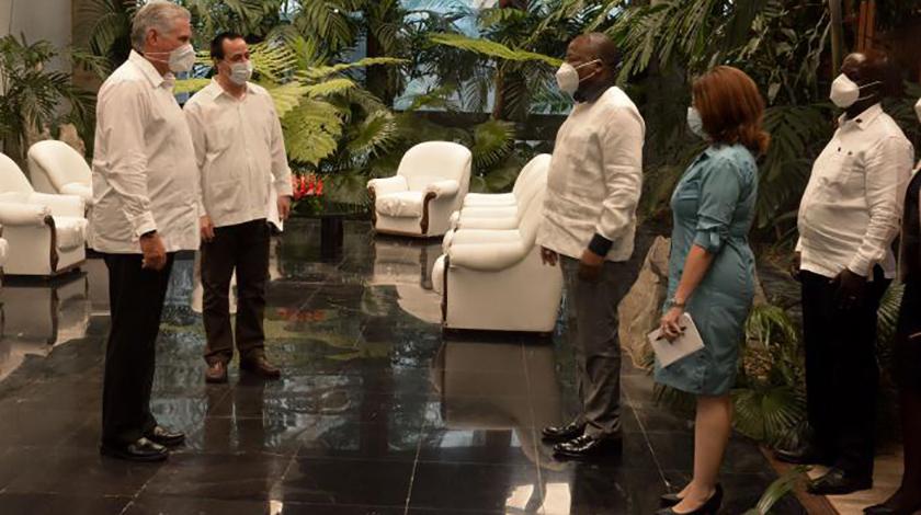 Miguel Díaz-Canel Bermúdez, presidente de Cuba, recibió este miércoles al ministro de Salud de la República de Kenia, excelentísimo señor Mutahi Kagwe, quien realiza una visita de trabajo a la nación antillana.