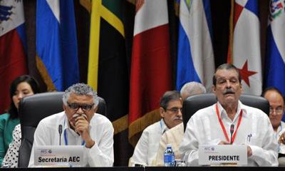 El vicecanciller cubano Abelardo Moreno (I), pronuncia las palabras de apertura de la reunión de trabajo de Altos funcionarios de los países miembros de la Asociación de Estados del Caribe (AEC), de la VII Cumbre de la organización, en el Palacio de las Convenciones, en La Habana, Cuba, el 2 de junio de 2016. A su lado Alfonso Múnera, Secretario General de la AEC. ACN FOTO/Omara GARCÍA MEDEROS