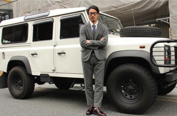 white-grey-men-car-landrover-defender-style-suit-hearts