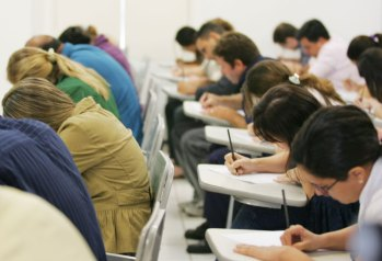 Ministério da Saúde reabre inscrições para 102 vagas; salário é de R$5.744,88
