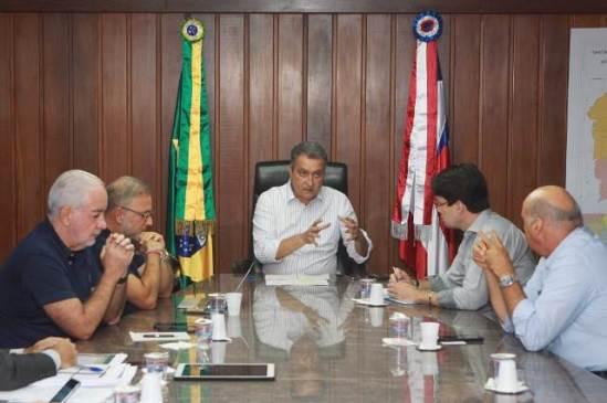 Rui Costa reúne equipe na Governadoria e reafirma suspensão de transportes intermunicipais