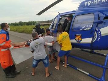 Três pessoas ficam feridas após carro capotar na BR-324; criança é uma das vítimas