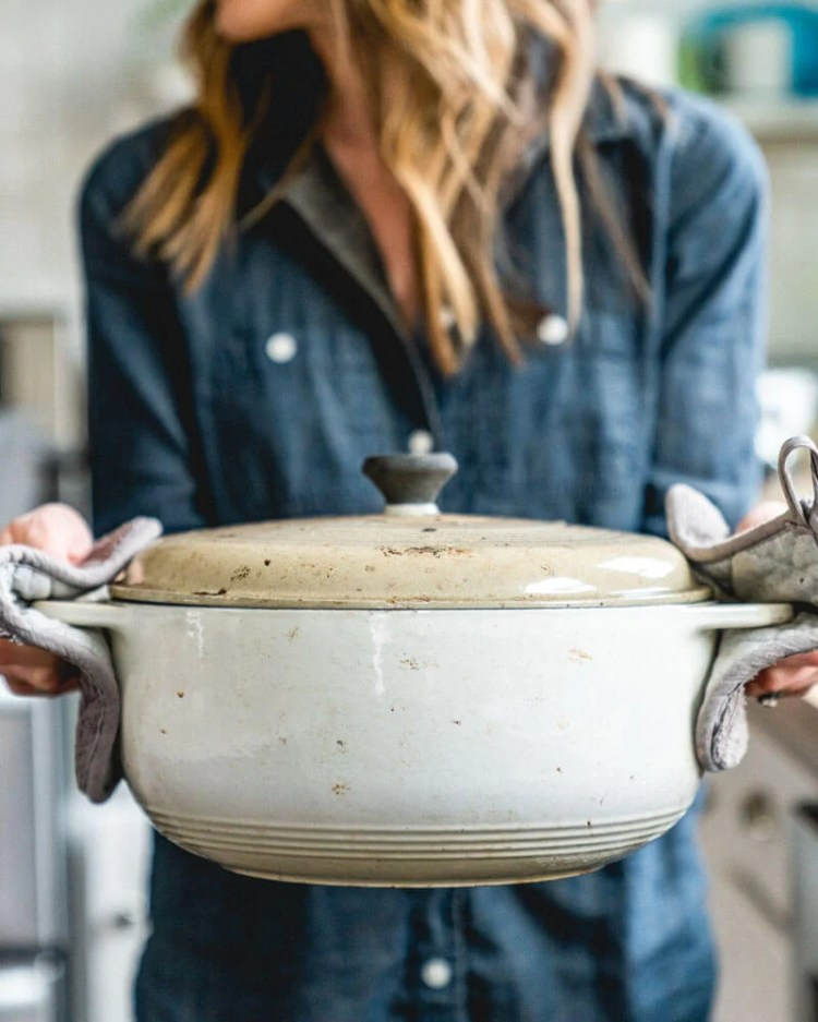 Dutch oven bread | How to bake bread in a Dutch oven