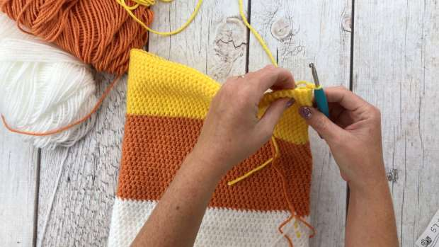 Learn how to crochet a SWEET candy corn themed backpack in this beginner-friendly crochet tutorial. Full video tutorial included.
