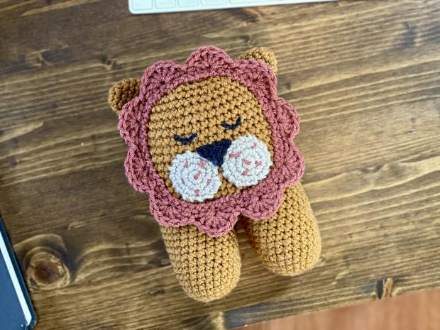 Learn how to make a beginner-friendly amigurumi lion by following this free crochet lion pattern with step-by-step photos.