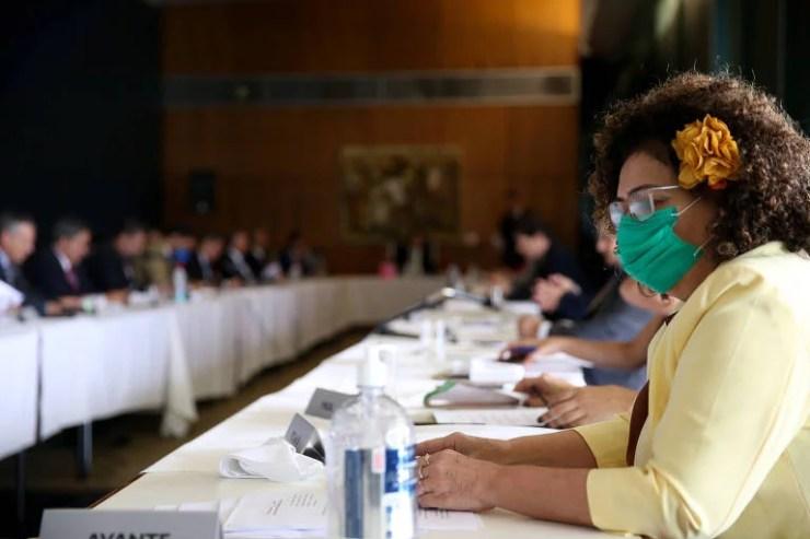 A deputada Perpétua Almeida (PC do B-AC) foi uma das parlamentares que usou máscara durante a reunião de líderes