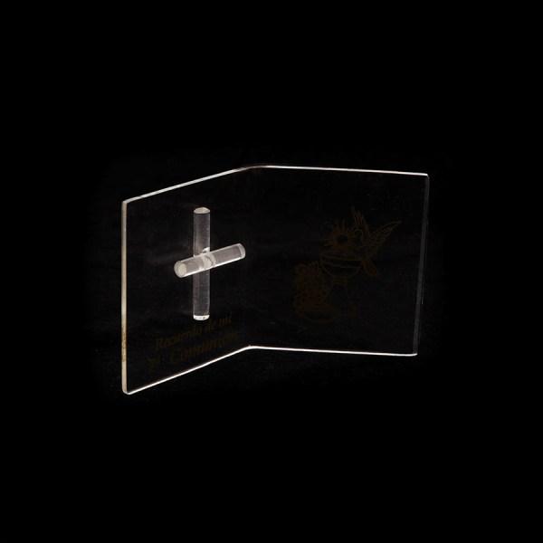 Libro abierto con cruz hecho de acrílico, se puede hacer impresión o usar de porta foto. Ideal para recuerdos de bautizo o primera comunión.