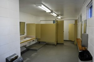 inside-washrooms-at-pike-lake-pp