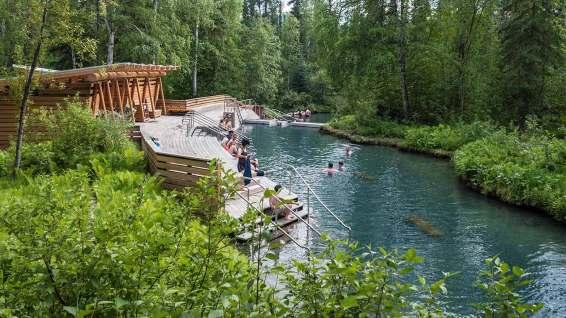 Das Naturbecken ist traumhaft schön, unglaublich heiss und dient seit hunderten von Jahren den Menschen als Wellness-Oase.