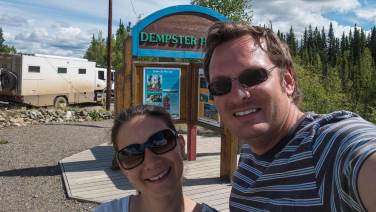 Wir stehen am Anfang vom legendären Dempster Highway.