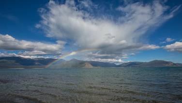 Regenbogen über dem Kluane Lake.