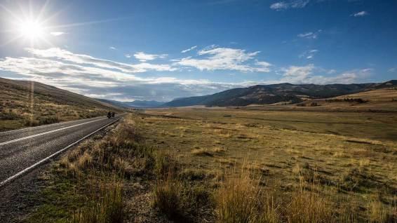 Wir geniessen die Fahrt durch den Yellowstone.
