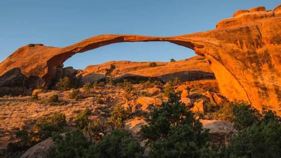 Landscape Arch: überspannt mehr als ein Fussballfeld.