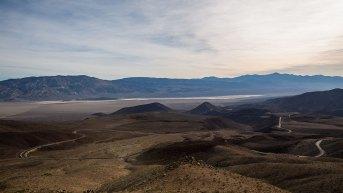 Die Strasse führt uns aus dem Death Valley Richtung Meer.