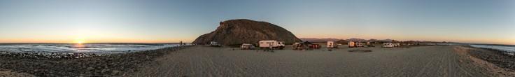 Surfer-Community am Cerritos Beach.