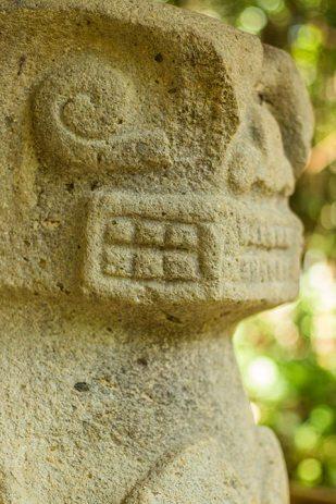 Es gibt hunderte solcher Grabwächter rund um San Augustin.