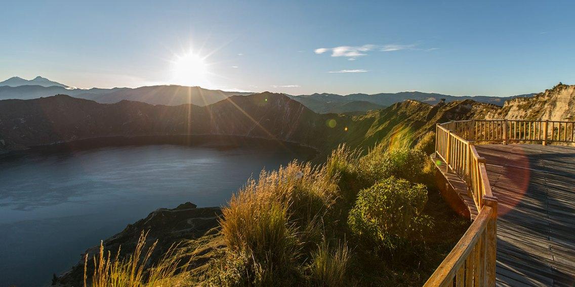 Sonnenaufgang über der Laguna Quilotoa.