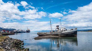 Hinten legen die grossen Schiffe für die Antarktis-Kreuszfahrten an.