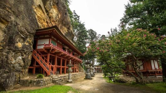 Der Höhlen-Tempel ist Bishamon, dem Schutzgott der Krieger gewidmet.