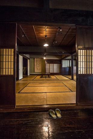 In Japan zieht man beim Betreten des Hauses oder Hotelzimmers die Schuhe aus.