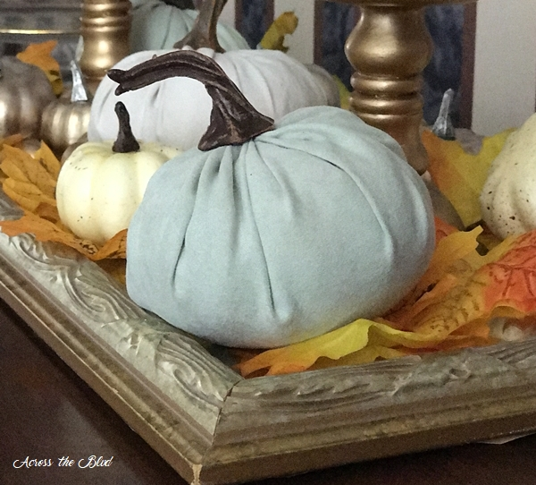 Simple & Budget Friendly Fall Decor Pumpkis