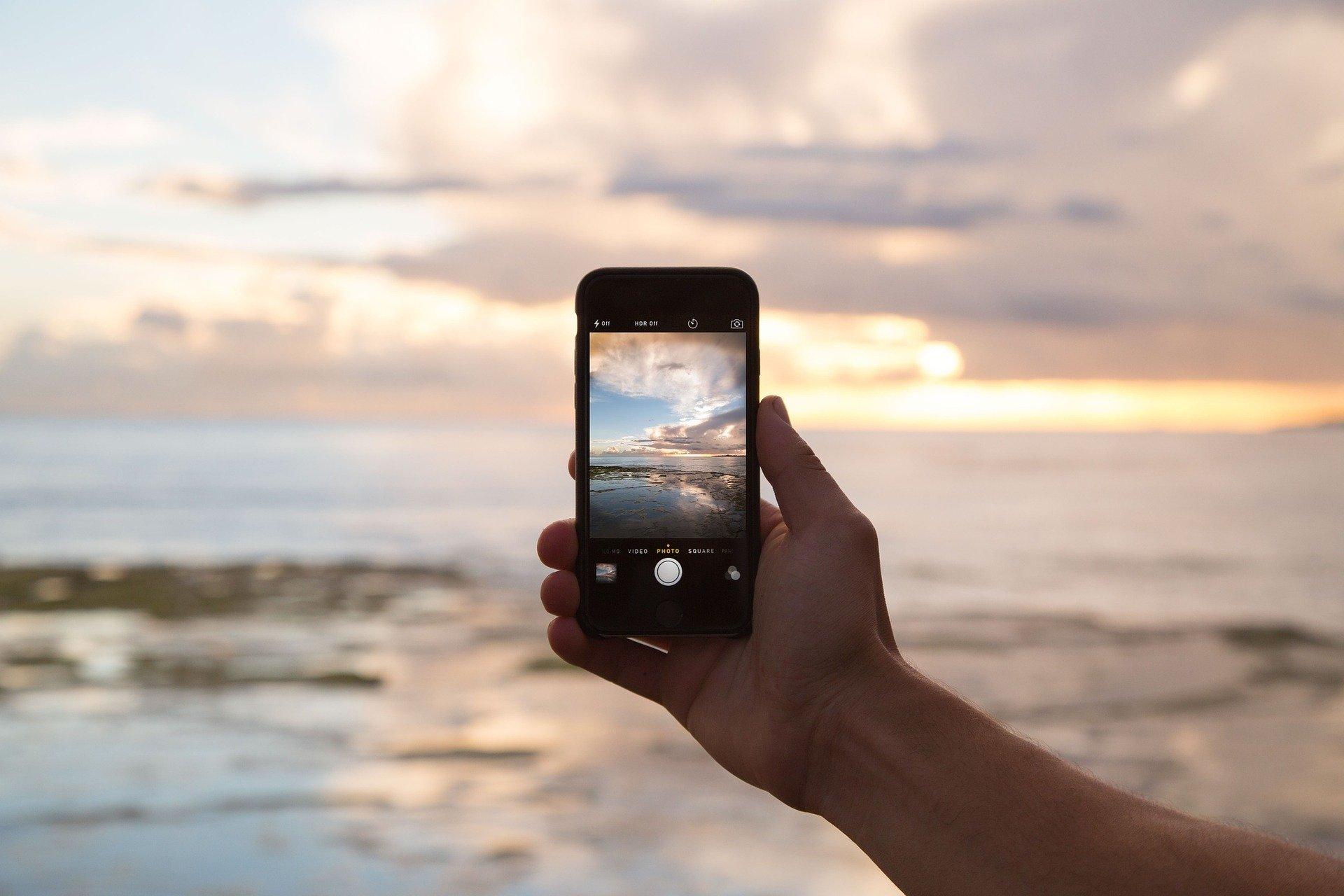 Environmental costs of smartphones
