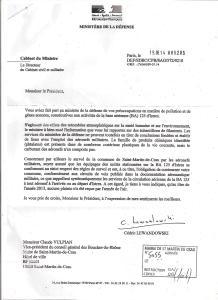 réponse du ministre de la Défense au maire de Saint Martin de Crau 19 août 2014