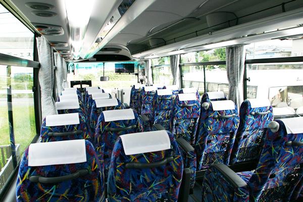 バスの内観