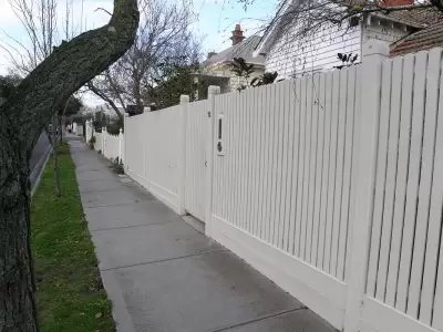 Picket fence builder for Murrumbeena