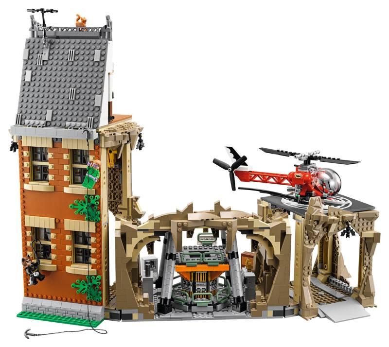 Lego66BatmanBatcaveSet2