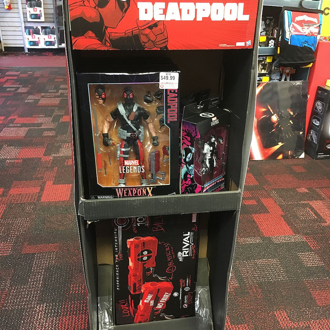 For those looking for the @gamestop exclusive and products, start checking your local stores for these 2-way displays.