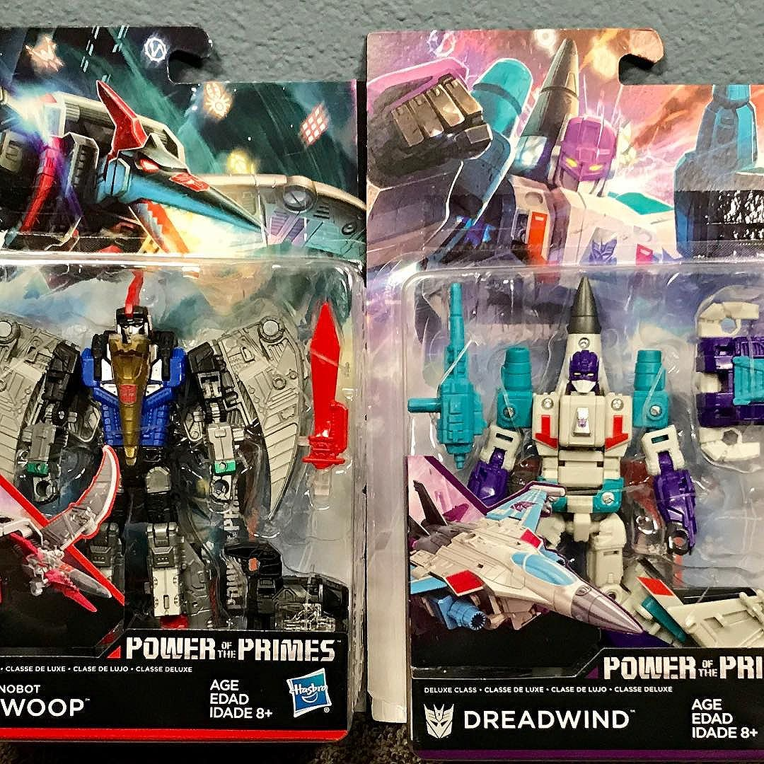 New Transformers Power of the Primes have started to trickle out to retail!  Found these bad boys at lunch today!