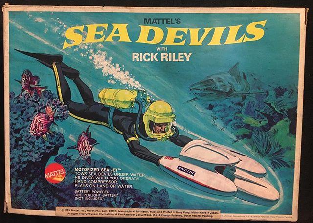 Love the box art on this vintage @Mattel Sea Devils set. Circa 1968