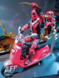 Marvel Legends Ultimate Riders Deadpool (1 of 3)