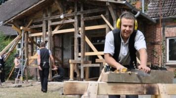 Berliner Azubis klotzen in Welzin