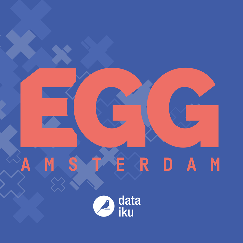Dit is een afbeelding van het roze logo op een blauwe achtergrond voor EGG Amsterdam 2019 #EGGAMS2019 dat in Pakhuis de Zwijger werd gehouden. De huisstijl van EGG Amsterdam, bestaande uit drie Amsterdamse kruizen en blauwe of roze logo van EGG Amsterdam. Daaronder het logo in wit van Dataiku. De stijl van EGG Amsterdam is volledig ontwikkeld door Activates merkversterkend reclamebureau uit Sassenheim in opdracht van Dataiku en Karin Heppener van Heppener makes it happen!