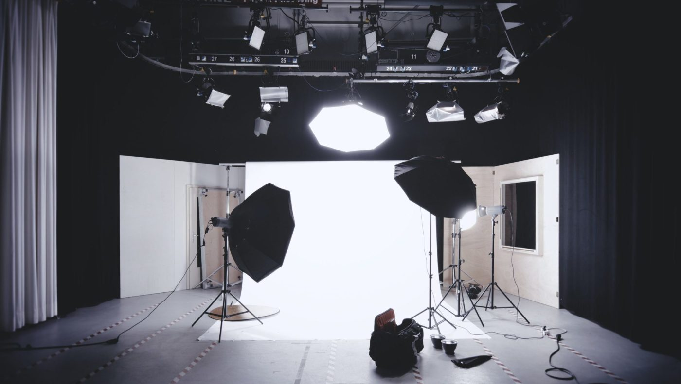 https://i1.wp.com/www.activeimagemedia.com/wp-content/uploads/2020/07/photo-studio-with-white-wooden-framed-wall-mirror-134469-1-scaled-2550x1440.jpg?resize=1400%2C791&ssl=1