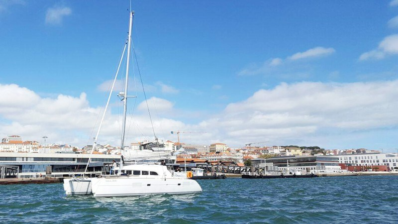 lisbon catamaran hire with bbq