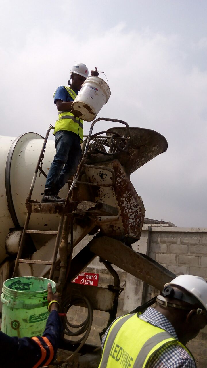 AQUAFIN KRYSTAL ADMIX CONCRETE WATERPROOFING: CONCRETE SUPPLIED BY LAFARGE READYMIX AND AQUAFIN ADMIX INTEGRATED ON SITE