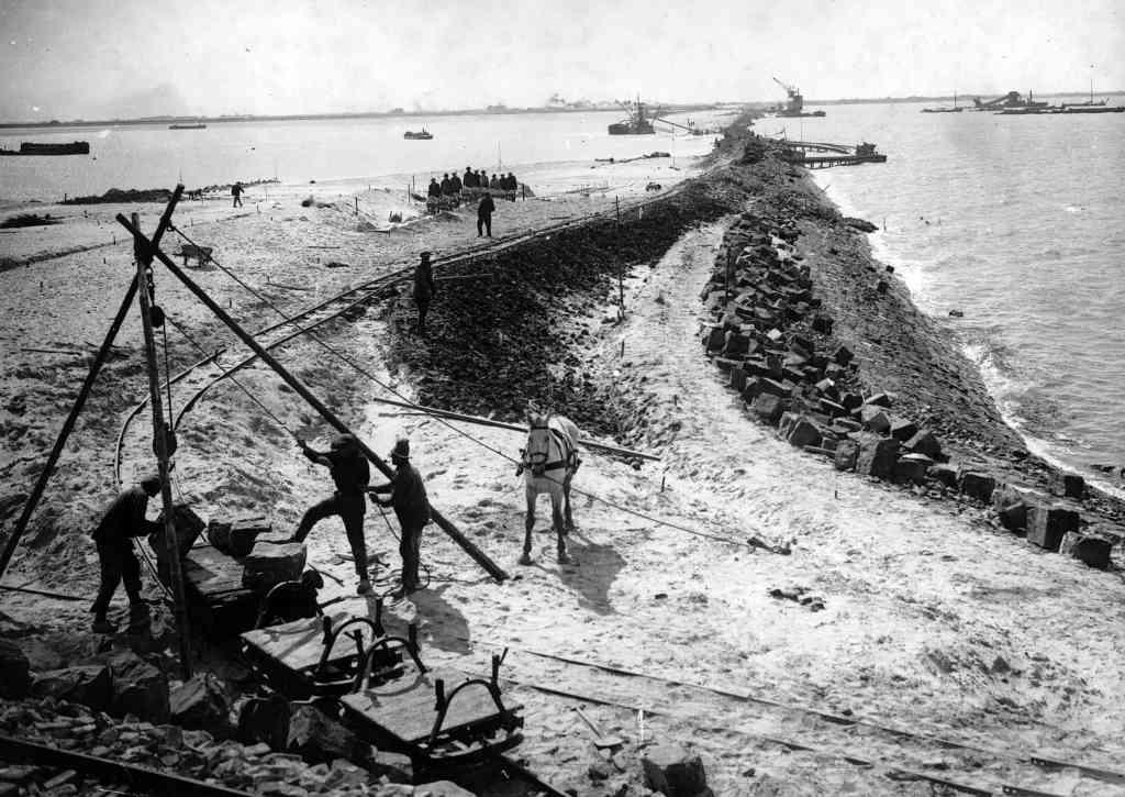 Construction Afsluitdijk