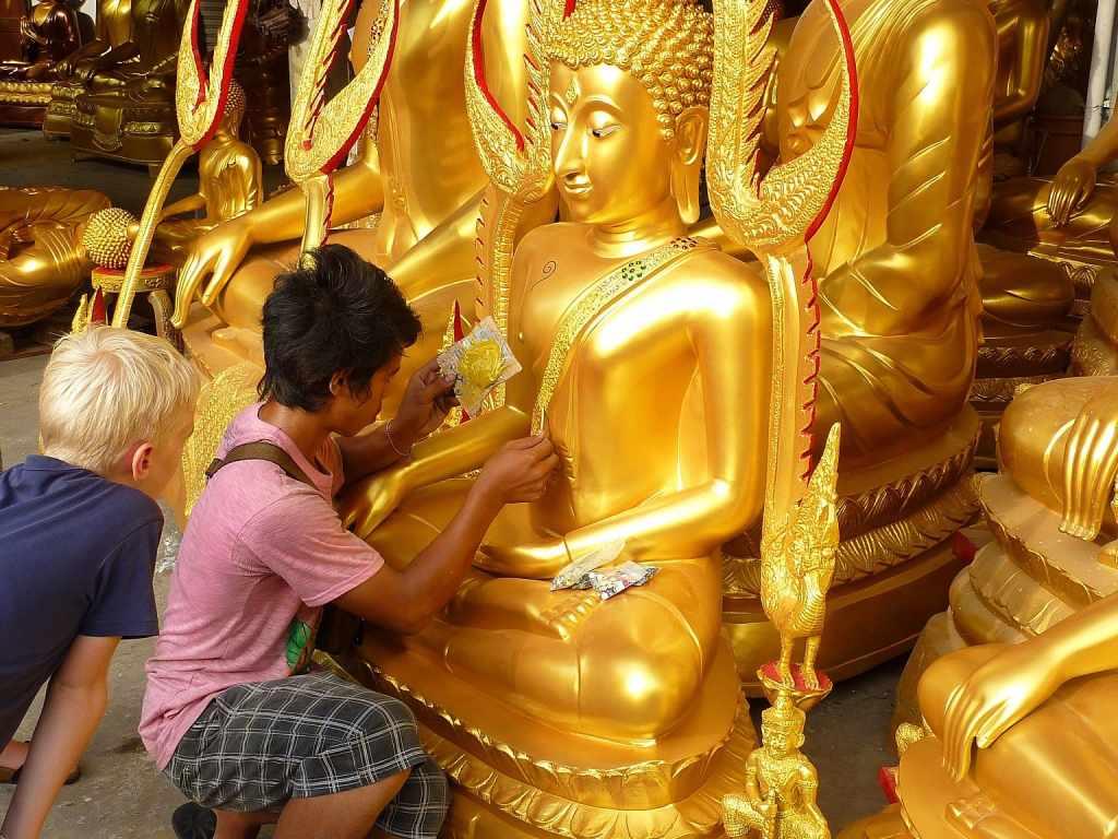 Making buddha statue