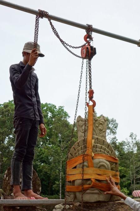 Lifting new statue head Angkor