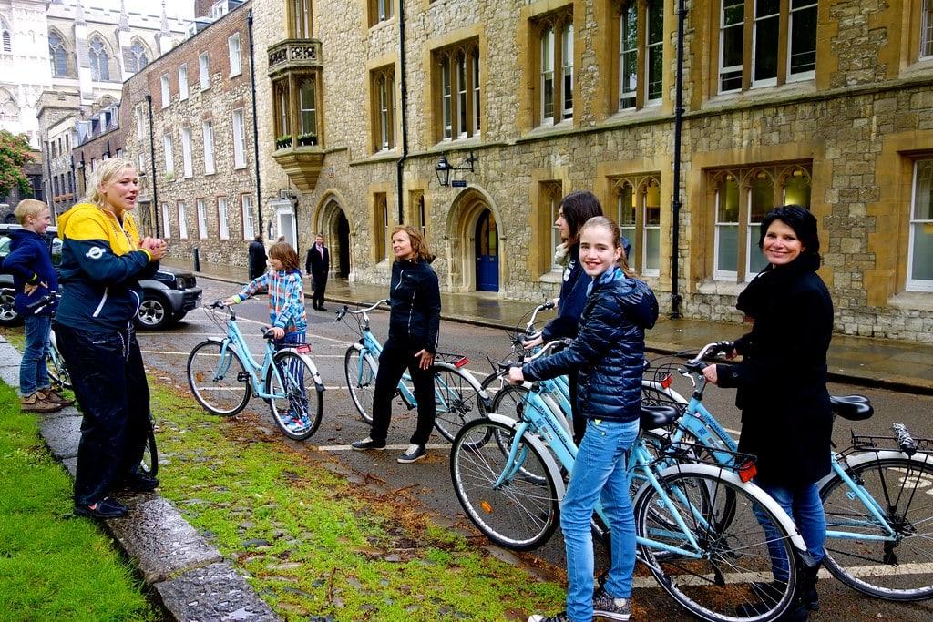 Explanation bike tour guide
