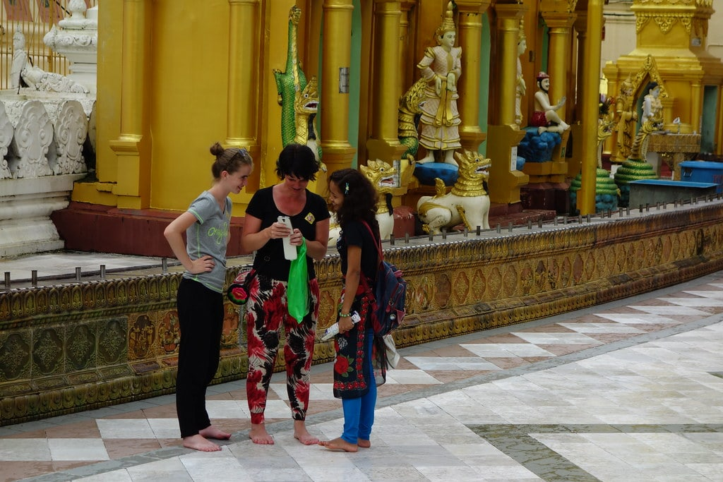Meeting locals at Shwedagon
