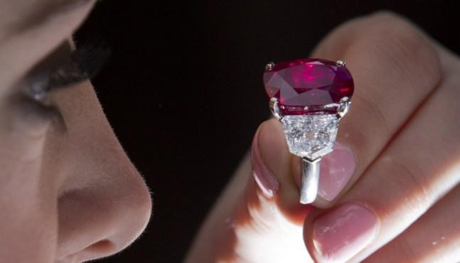 Un rubis birman cédé 30 millions de dollars surclasse un record mondial