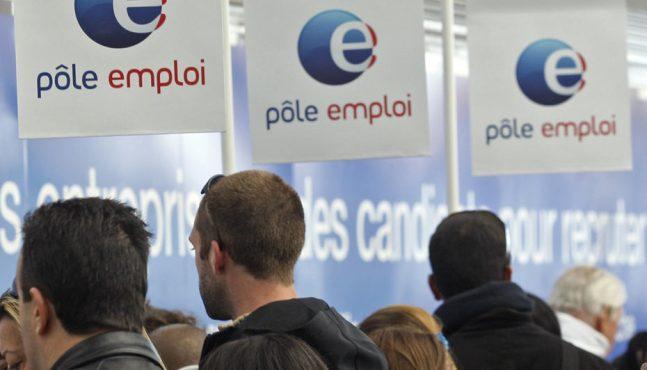 Forte hausse du chômage en mars, nouvel accroc dans le bilan de François Hollande
