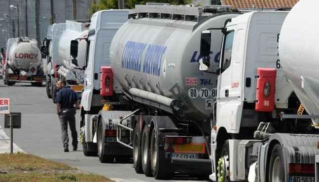 La grève des transporteurs de carburants se poursuit