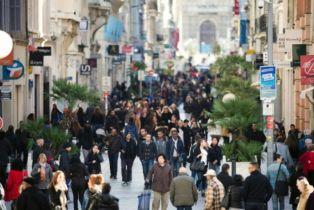 La confiance des consommateurs français s'améliore légèrement en octobre