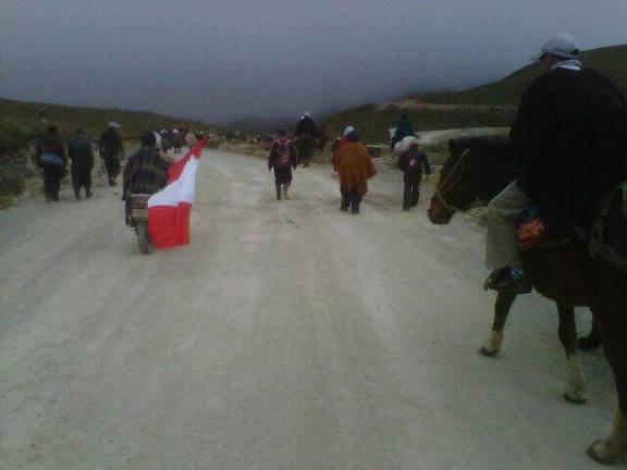 Ronderos se dirigen hacia laguna El Perol / Foto: Milton Sanchez